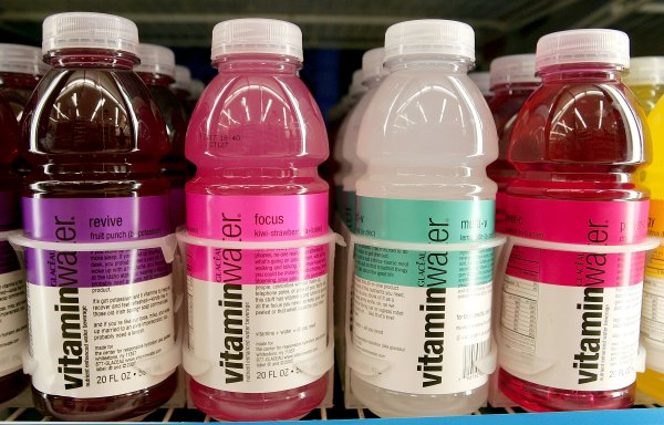 Vitaminwater Will Give $100,000, Who Can Go Without Their Smartphone for a Year