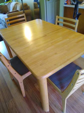 Free table and 4 chairs (Powder Springs)
